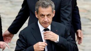 El expresidente francés, Nicolas Sarkozy, asiste al funeral del empresario industrial Serge Dassault. Archivo.