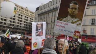 Des manifestants anti-Macron devant le ministère de l'Économie à Paris, le 18 décembre 2018.