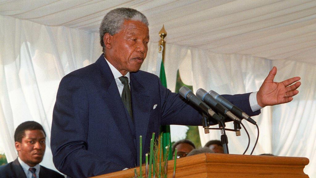 Fotografía tomada el diez de mayo de 1994 al presidente sudafricano, Nelson Mandela, durante su discurso en la cena celebrada tras su ceremonia de investidura en Pretoria (Sudáfrica).