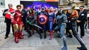 """Des fans participent à un concours de déguisements, le 25 avril 2019 à Hollywood, à l'occasion de la sortie du film """"Avengers: Engame"""""""