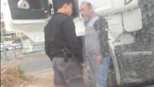 صورة من فيديو منشور على يوتيوب يوثق لحظة الاعتداء