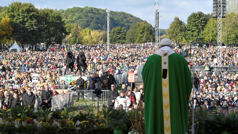 El papa Francisco celebra una eucaristía en Kaunas, Lituania el 23 de septiembre de 2018.