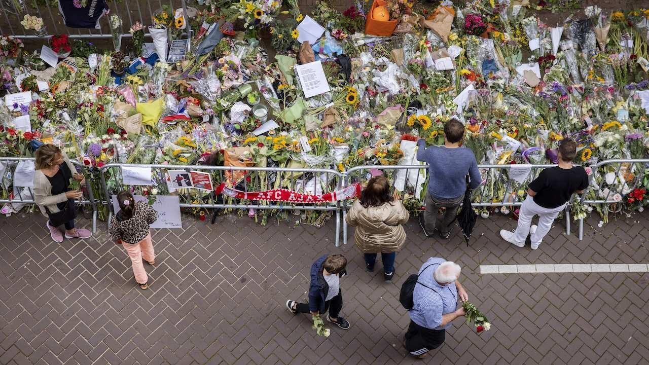 Amsterdam de Vries flowers tribute