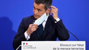 وزير الداخلية جيرالد دارمانان، خلال كلمة ألقاها حول حالة التهديد الإرهابي في فرنسا، 31 أغسطس/ آب 2020، في مقر المديرية العامة للأمن الداخلي، في ليفالوا-بيريه.