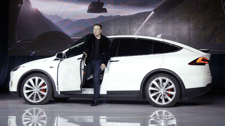 Elon Musk présentant le Model X de Tesla, en janvier 2015.