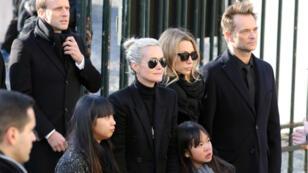 La famille Hallyday lors de l'hommage populaire à Johnny à Paris, le 9 décembre 2017.