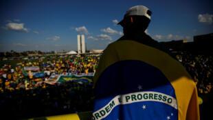 Manifestantes protestan contra el expresidente Luiz Inácio Lula da Silva, en Brasilia, Brasil, el 9 de noviembre de 2019.