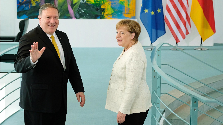 El secretario de Estado de EE. UU., Mike Pompeo (izq), y la canciller alemana Angela Merkel al término de la declaración de prensa conjunta en la sede de la cancillería en Berlín, Alemania, el 31 de mayo de 2019.