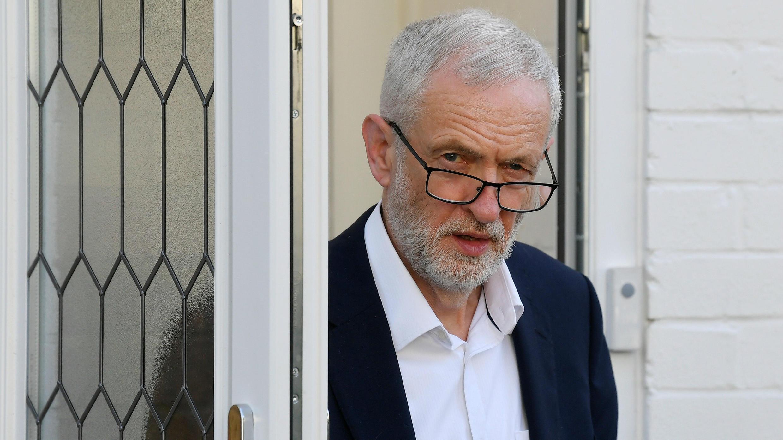 El líder del partido Laborista, Jeremy Corbyn, envió una misiva a la primera ministra en la que señaló que seguir negociando no tiene sentido. 17 de mayo de 2019.