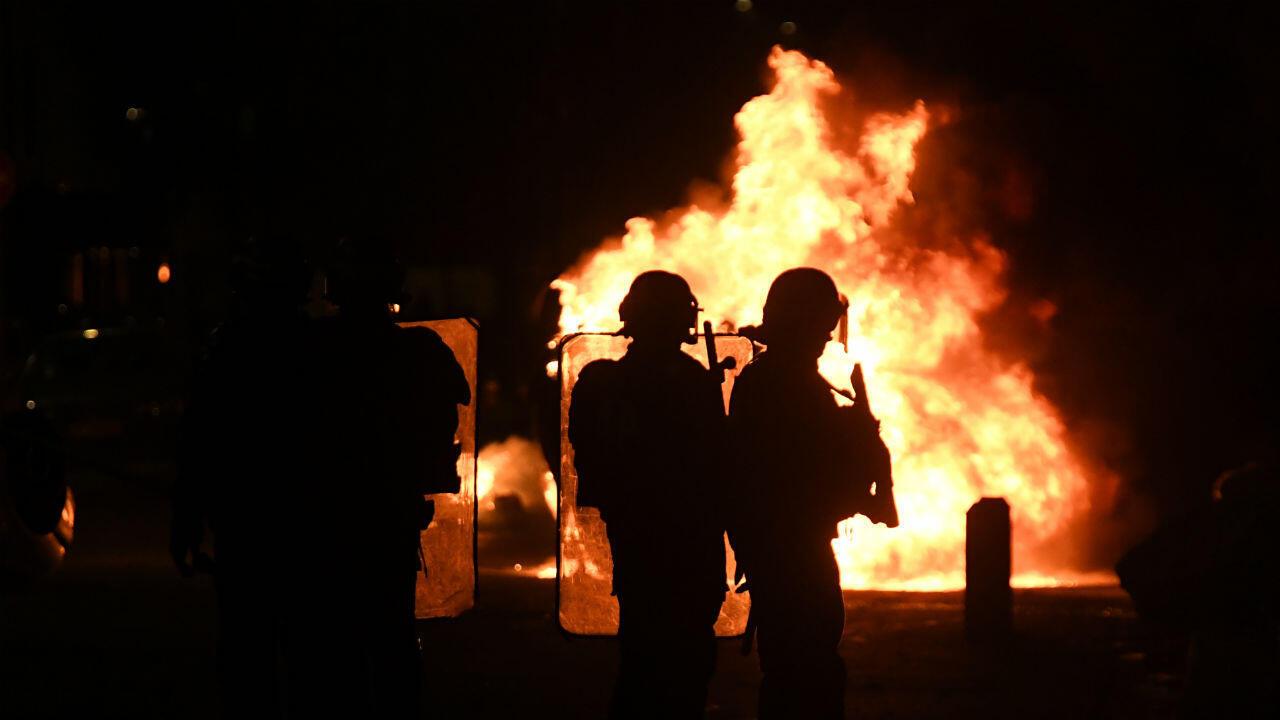 Plusieurs voitures ont été retournées et incendiées dans la soirée du 7 mars à Grenoble.