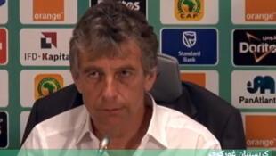 كريستيان غوركوف مدرب المنتخب الجزائري خلال ندوة صحفية