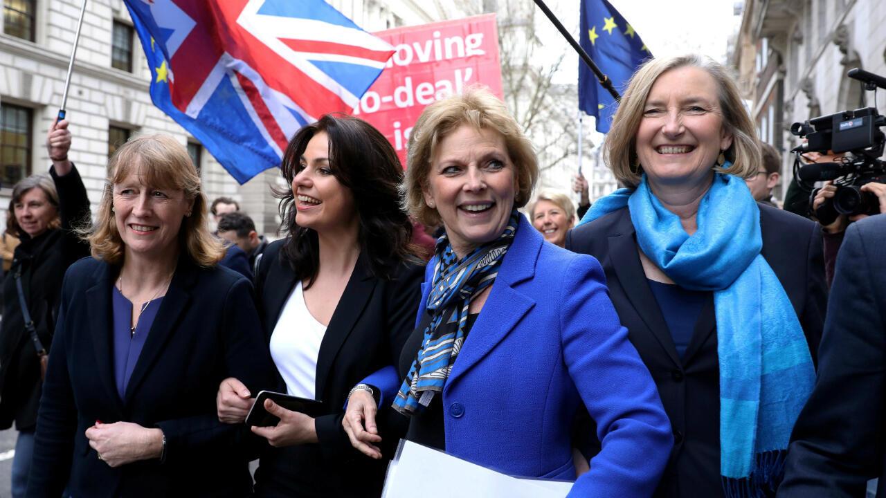 Las exconservadoras Heidi Allen, Anna Soubry y Sarah Wollaston y la exlaborista Joan Ryan llegan a una conferencia de prensa en Londres, Reino Unido, 20 de febrero de 2019.
