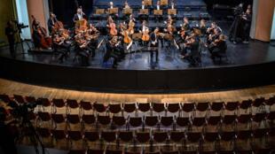 À Lausanne, concert sans public, mais retransmis à la radio et à la télévision publique suisse, de l'Orchestre de chambre de Lausanne, le 4 mars 2020.