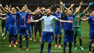Les Vikings islandais fêtent leur victoire face à l'Angleterre à l'Euro-2016.