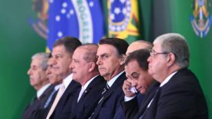 Le nouveau président du Brésil, Jair Bolsonaro, avec une partie de ses ministres à Brasilia, le 1er janvier 2019.