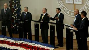 Seis de los trece candidatos presidenciales de Costa Rica participan de un debate en San José, el 25 de enero de 2018.