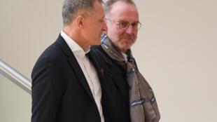 El CEO del Bayern Múnich, Karl-Heinz Rummenigge, y el director general del club Hoffenheim, Peter Goerlich, llegan a una reunión general de la Liga Alemana de Fútbol (DFL) el 16 de marzo de 2020, en Frankfurt am Main.