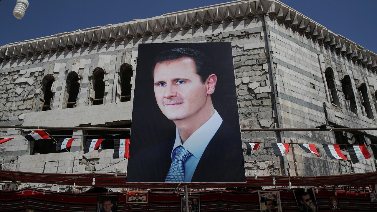Una imagen gigante del presidente sirio Bashar al-Assad en Douma, cerca de Damasco, Siria, el 17 de septiembre de 2018.