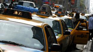 Des taxis newyokais sur la 6e avenue en octobre 2007.