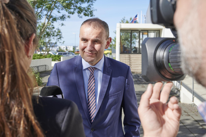 Le président islandais Gudni Johannesson, le 27 juin 2020, à Gardabaer, à la sortie du bureau de vote.