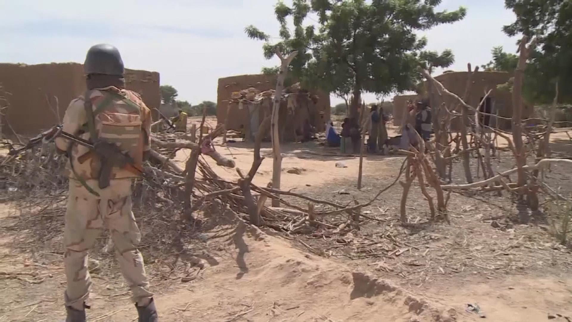 Les attaques de dimanche au Niger ont fait 137 morts (gouvernement)