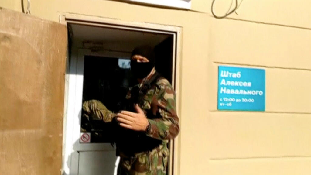 Russia targets opposition leader Navalny with mass raids across the country