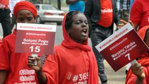 Des lycéennes manifestent à Abuja le 14 avril 2015 pour demander la libération des lycéennes de Chibok, enlevées un an auparavant.