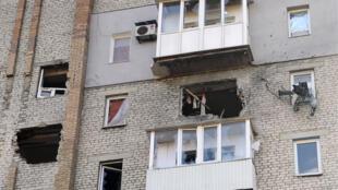 Un immeuble endommagé par des tirs d'artillerie, le 5 novembre 2014 à Donetsk.