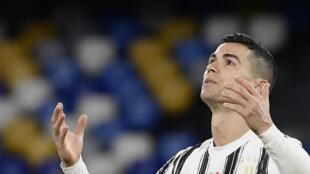 L'attaquant de la Juventus Turin, le Portugais Cristiano Ronaldo, après avoir manqué une occasion de but contre Naples, lors du match de Série A, le 13 février 2021 à Naples