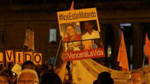 Colombianos se reúnen en la Plaza Simón Bolívar para mostrar su indignación frente al crecienete número de líderes sociales asesinados, en Bogotá, Colombia el 07 de julio de 2018.