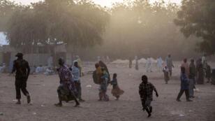 Des populations déplacées dans la banlieue de Maiduguri, le 25 mars 2015.
