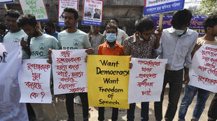 Activists hold placards during a demonstration demanding the repeal of Bangladesh's Digital Security Act in Dhaka on February 27, 2021 following the death of writer Mushtaq Ahmed in jail.