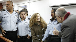 La jeune Palestinienne Ahed Tamimi au tribunal militaire de Beitunia, en Cisjordanie occupée, le 28 décembre 2017.