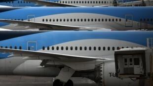 Unos aviones del grupo internacional turístico Tui, en tierra en el aeropuerto de Manchester, en el noroeste de Inglaterra, el 1 de mayo de 2020