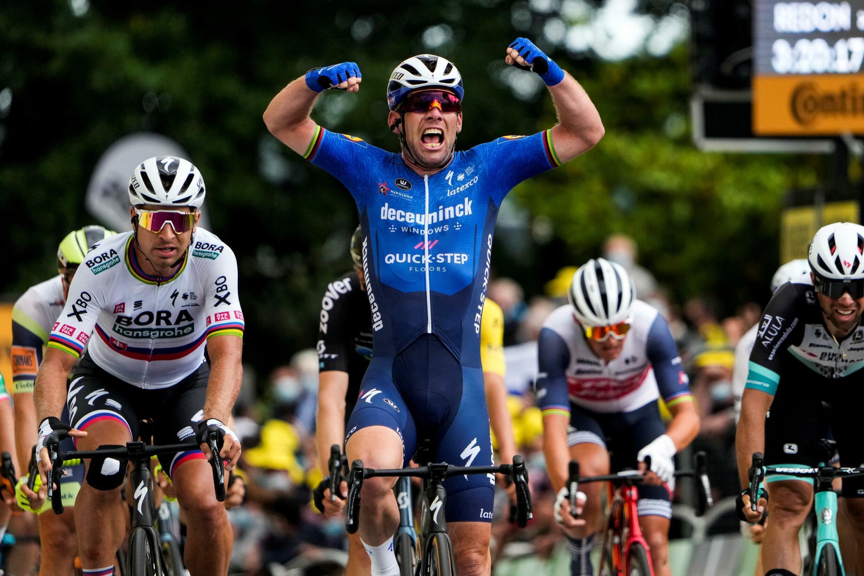 La alegría del británico Mark Cavendish, ganador de la cuarta etapa del Tour de Francia, disputada entre Redon y Fougères, el 29 de junio de 2021.