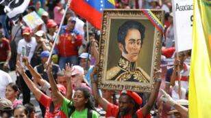 """Simpatizantes chavistas participan este sábado en la """"marcha por la paz y la unidad de los pueblos"""" con motivo de la celebración del XXV Encuentro del Foro de Sao Paulo, en Caracas, Venezuela. 27 de julio de 2019."""
