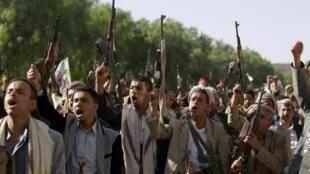 مقاتلون قبليون من أنصار الحوثيين في صنعاء 16 أبريل 2015
