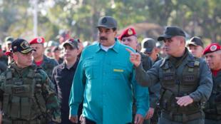 الرئيس الفنزويلي نيكولاس مادورو أثناء مشاركته في استعراض عسكري 27 يناير/كانون الثاني 2019