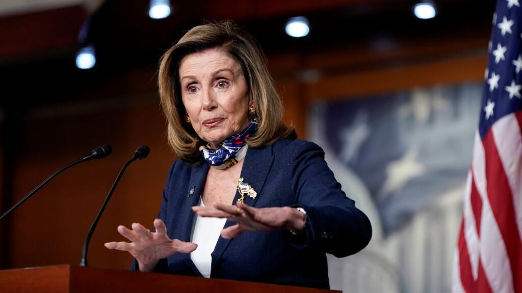 """La lider demócrata Nancy Pelosi señaló que es necesario que no haya """"interferencia política en el proceso de producción"""" de la vacuna contra el Covid-19."""