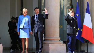 الرئيس الجديد إيمانويل ماكرون برفقة زوجته بريجيت.