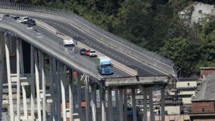 صورة أرشيفية لجسر موراندي المنهار في جنوى الإيطالية