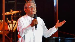 El cantante y compositor mexicano Armando Manzanero actúa con miembros del Buenavista Social Club, durante un show celebrado en La Habana, el 15 de julio de 2018