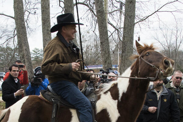 Republican candidate Roy Moore arrived to vote on his horse, Sassy, at a polling station in the town Gallant.