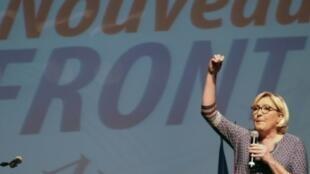 مارين لوبان زعيمة الجبهة الوطنية تلقي خطابا في بروغويير في 23 أيلول/سبتمبر 2017.
