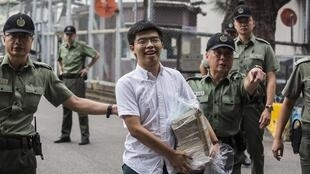 Le militant pro-démocratie hongkongais, Joshua Wong, à sa sortie de prison, le 17 juin 2019.