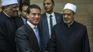 Le Premier ministre Manuel Valls et le Grand Imam d'Al-Azhar au Caire, dimanche 11 octobre.