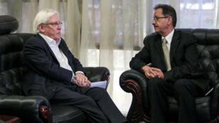المبعوث الأممي مارتن غريفيث في لقاء مع مسؤولين حوثيين في صنعاء