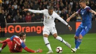 كيليان مبابي سجل هدفي التعادل لمنتخب فرنسا أمام إيسلندا 7 تشرين الأول/أكتوبر 2018