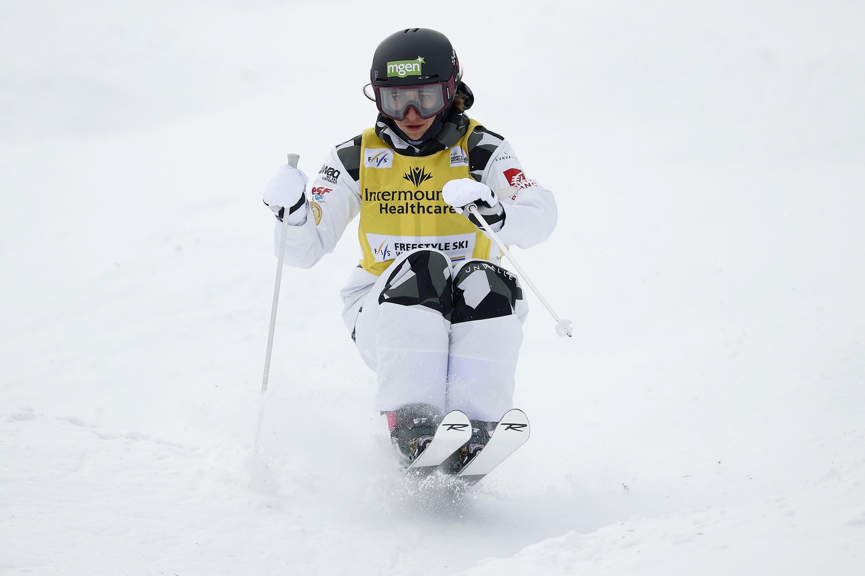 La Française Perrine Laffont lors des qualifications de l'épreuve de ski de bosses de la Coupe du monde, le 4 février 2021 à Park City (Utah, USA)