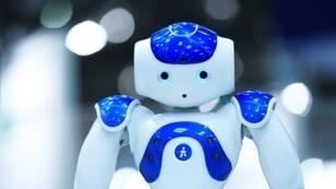 Le test a été mené avec des robots Nao, semblables à celui-ci.